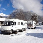 camping cars sous la neige au camping huttopia bourg saint Maurice